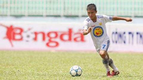 VFF - Nguyễn Quang Hải (U17 HN T&T): Cầu thủ V-League ở sân chơi U17!